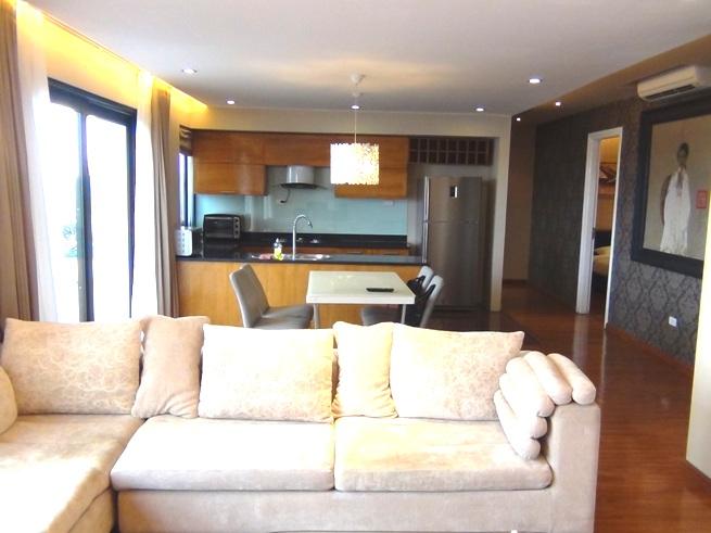 リビングダイニングキッチンにはバルコニーが、ベッドルームには窓が付いていて、明るい室内です