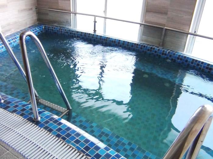 サウナスペースにある浴槽「意外と寒いハノイの冬に威力を発揮してくれるかと思います」