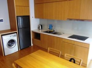 IHに乾燥機能付き洗濯機、もちろんお皿類からシルバー、お箸も全て揃っています