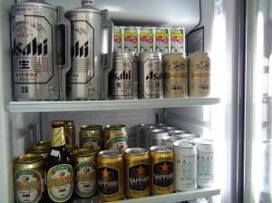 日本のビールは当たり前です「冷蔵していない缶ビールも安く並んでいます」