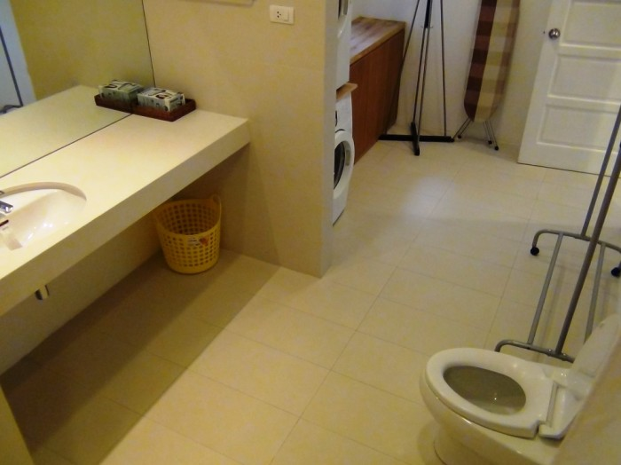 ゆったりとお手洗い、バスルームをご利用ください