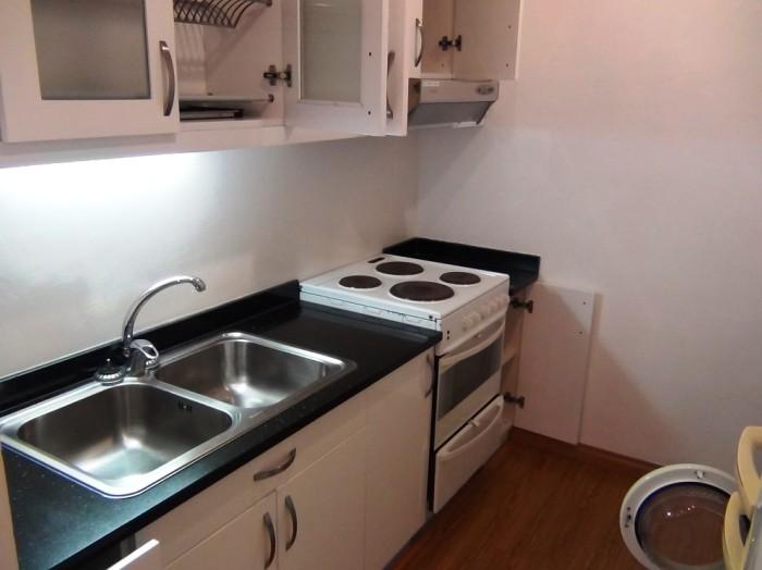 1ベッドルームのキッチンスペース「ビルトインオーブンもあります」