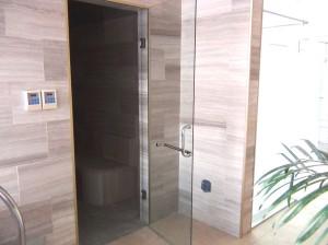 シャワールームの横にはサウナスペースがあります