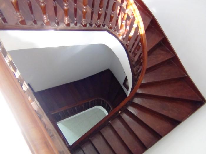 3階建てのらせん階段「ステップがとても緩やかです」