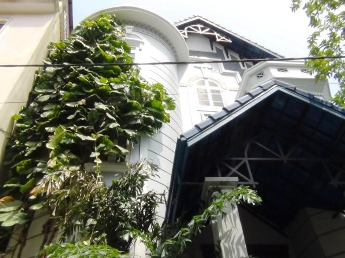 To Ngoc Van通り界隈にある大使館員が住むvilla4