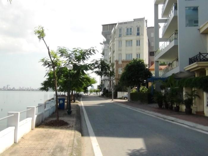 アパートの前の通りです