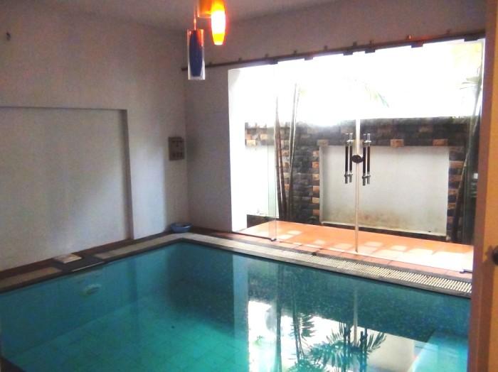 1階にある室内プール