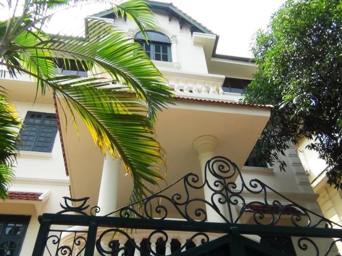 To Ngoc Van通り界隈にある大使館員が住むvilla
