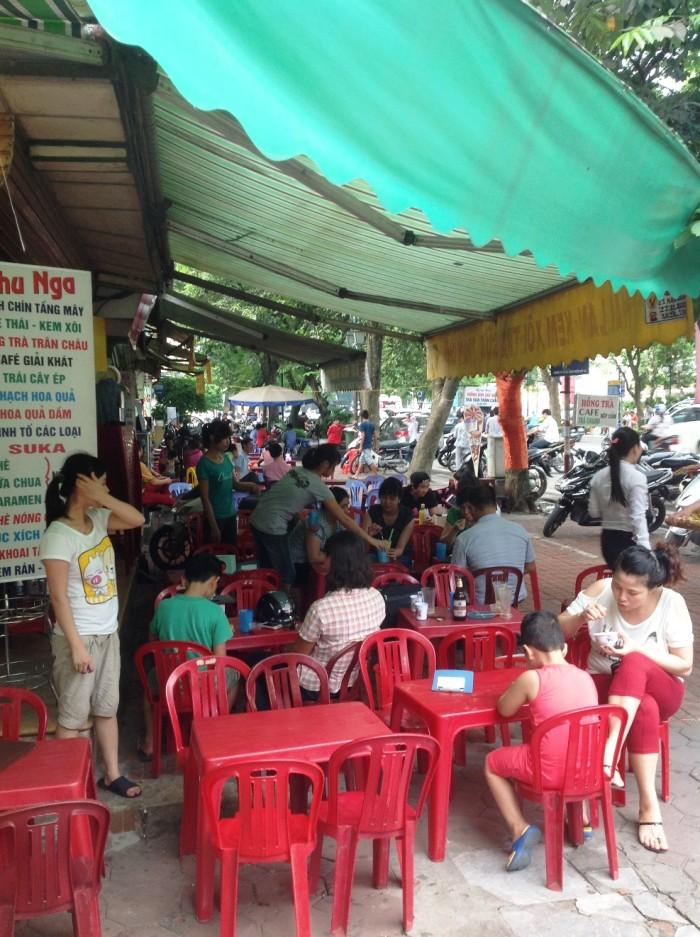 ちょうど角地にあるお店「Thu Nga」さん