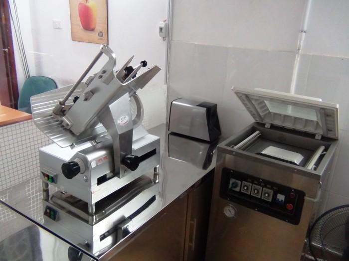 お肉をスライスしたりカッティングしたりする機械