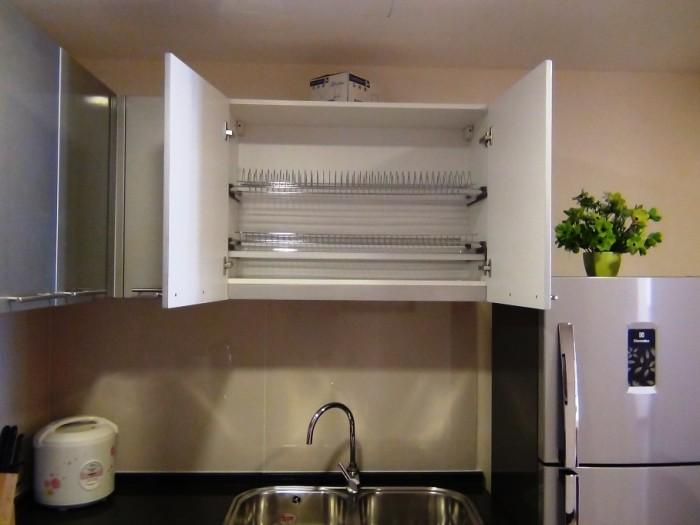 お皿を並べて保管するスペース