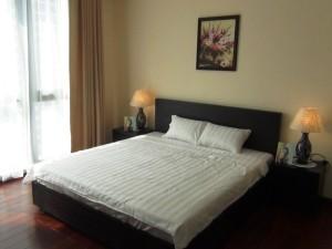メインベッドルームのベッド