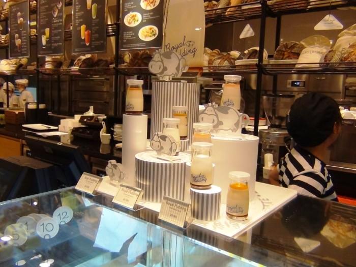 PARIS BAGUETTE Cafeにて「Royal Puddingのカラメル味、マンゴー味、ミルク味、オレンジ味等があります」