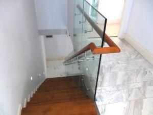 室内階段「手すりもついて結構頑丈です」