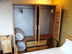 ベッドルームの収納スペース