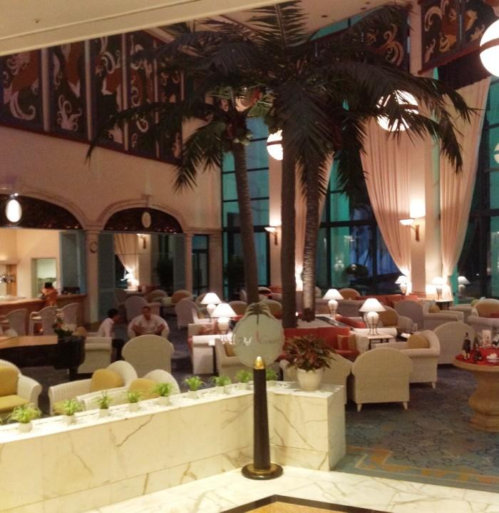 DAEWOO HOTELの1階カフェ「結構夜遅い時間まで空いています」