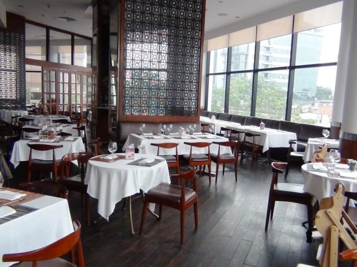JASPASの店内「お昼はランチ、夜はディナー、近隣の方もわざわざ足を運んでくる有名なレストランです」