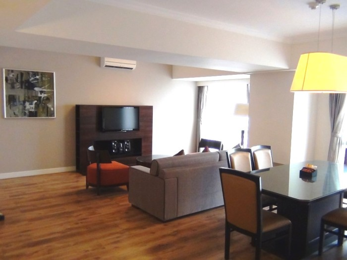 「Somerset Grand Hanoi」3ベッドルーム_Executiveタイプ(128㎡)のリビング風景