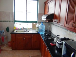3ベッドルームのキッチン「お湯の給湯がついていますので常時お湯が出ます」