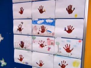 生徒さんの成果物「手形から発想する世界・・楽しいですね」