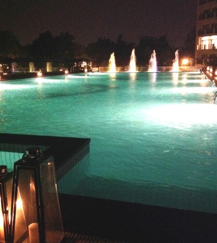 大人もしっかり泳げる規模のスイミングプール