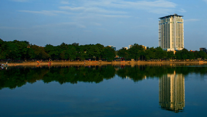 Giang Vo湖から見たLANCASTERの全容