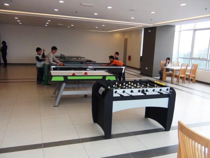 キッズルームの横にはもう少し大きめのお子様向けの卓球とビリヤードが置かれていました