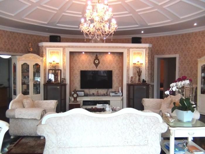 The ManorのVIPルームのリビングルーム