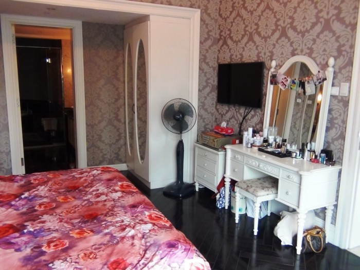 メインベッドルームの家具一式