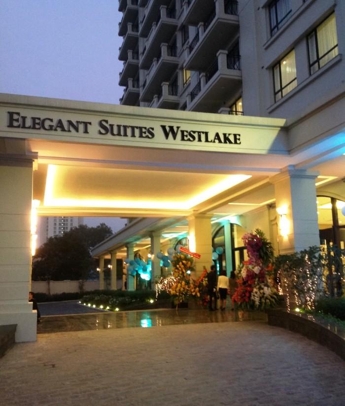 「Elegant Suites Westlake」の玄関先の様子