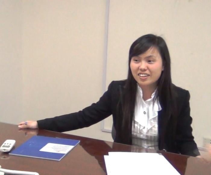 笑いながら高度な仕事をこなすエースHongちゃん