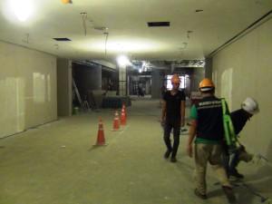 工事中の館内