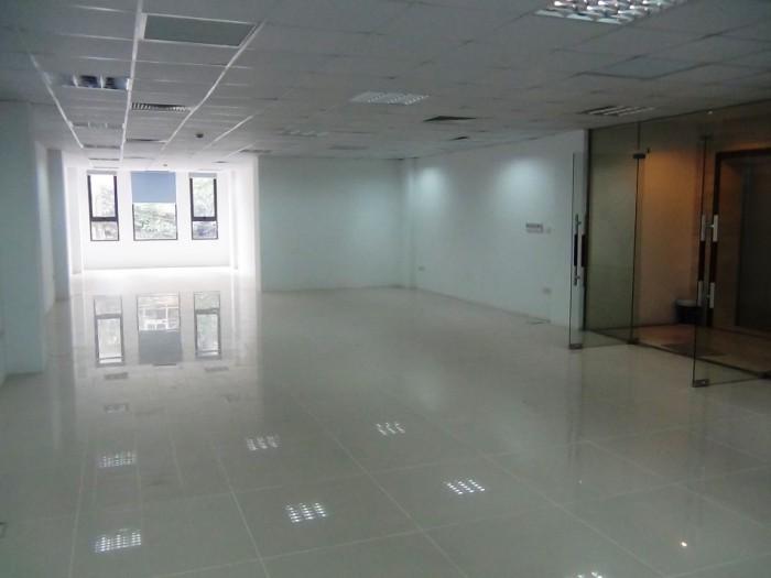 Trieu Viet Vuong通り沿いにある新築店舗・オフィススペース(130㎡、1.430ドル)