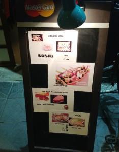 表にさりげなくおいているメニュー「焼肉も寿司も鍋もOK」