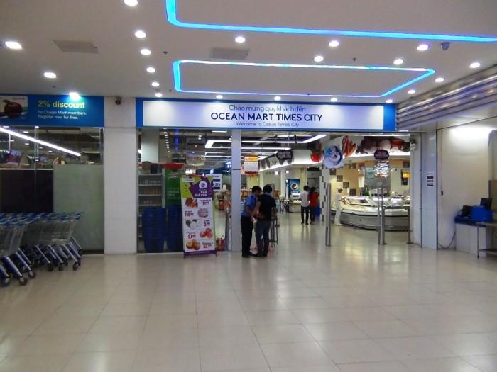 地下のショッピングモールには「OCEAN MART」があり、買い物至便です。