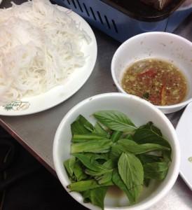 「あひる鍋」に入れるBun。お鍋はSauを使っているのでほんのり酸っぱい味です