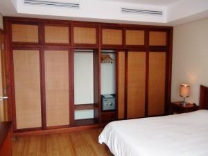 1ベッドルームでも壁面いっぱいの収納スペースが標準です