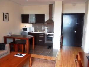 17階にある1ベッドルームのキッチン風景