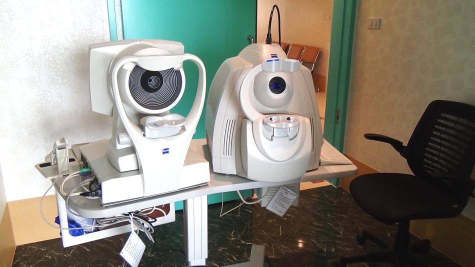 4階網膜角膜機械