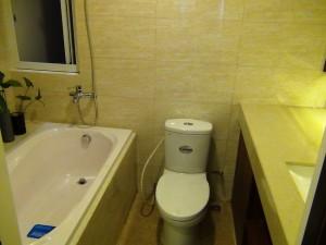 バスルームには窓が付きます