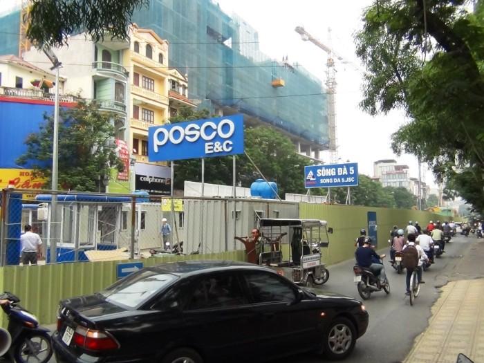 Cau Giay通りはいまだ地下鉄工事の関係で交通規制が続いています(2014年10月時点)