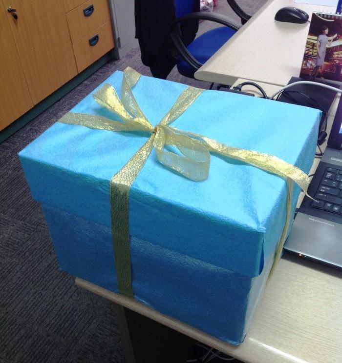 スタッフからもらった誕生日プレゼント「ずっしりと重かった・・・」