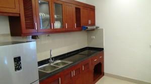 I方の台所「食器やお鍋類、電子レンジも標準装備です」