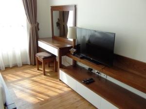 メインベッドルームにもリビング同様テレビが付きます