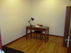 サブベッドルームにはソファーベッドが標準装備「執務室兼納戸部屋にもなります」