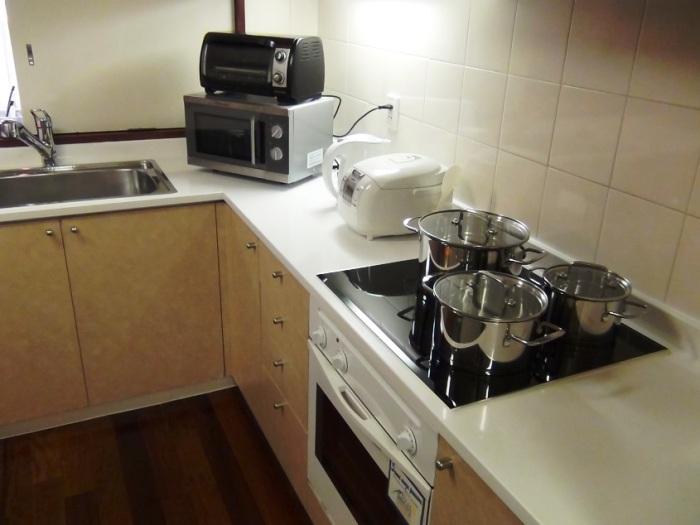 キッチンは本格的IHクッキングヒーターです
