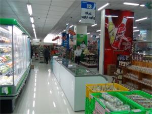 新装開店のスーパー「てんてん」の店内「広々と奇麗な店内です」