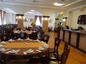 1階のベトナムレストラン「NGU VIEN」の店内の風景