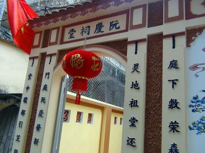 Hongちゃんの家のお寺の門構え