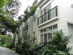 Fraser Suitesの敷地内にあるコテージ風の別棟アパート